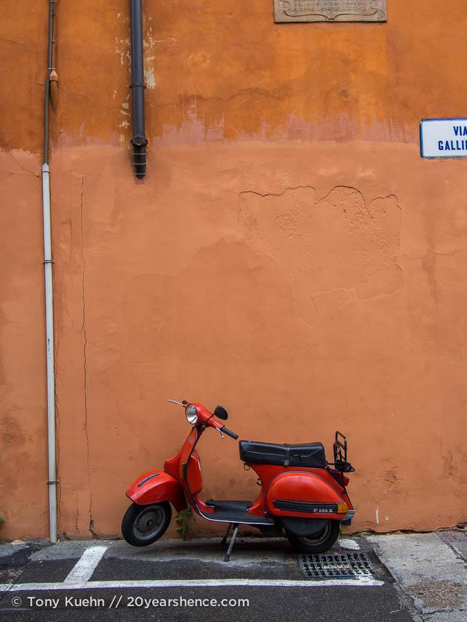 Vespa in Bologna