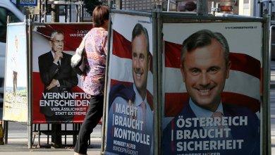 أزمة المهاجرين تلقي بظلالها على الانتخابات العامة في النمسا