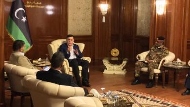 رئيس المجلس الرئاسي يجتمع مع القيادات الأمنية والشرطية بمنطقتي سهل الجفارة وجنزور
