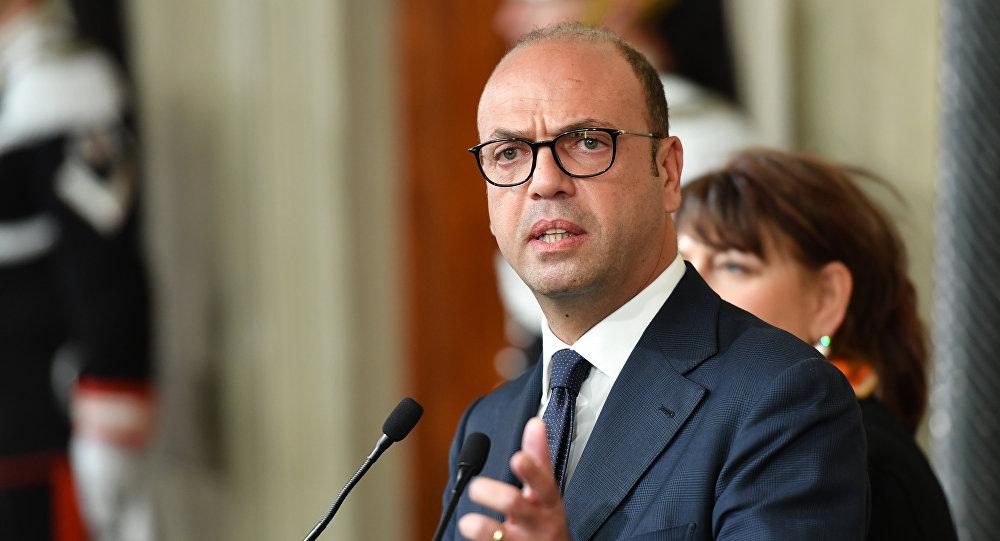 وزير الخارجية الإيطالي أنجيلينو الفانو
