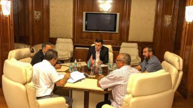 رئيس المجلس الرئاسي لحكومة الوفاق الوطني فائز السراج، ورئيس المنظمة الليبية للمطاحن الخاصة بصناعة الدقيق والأعلاف صلاح العماري