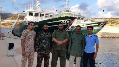 احتجاز قاربين إيطاليين بالمياه الإقليمية