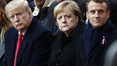 المستشارة الألمانية انجيلا ميركل تتوسط ماكرون وترامب