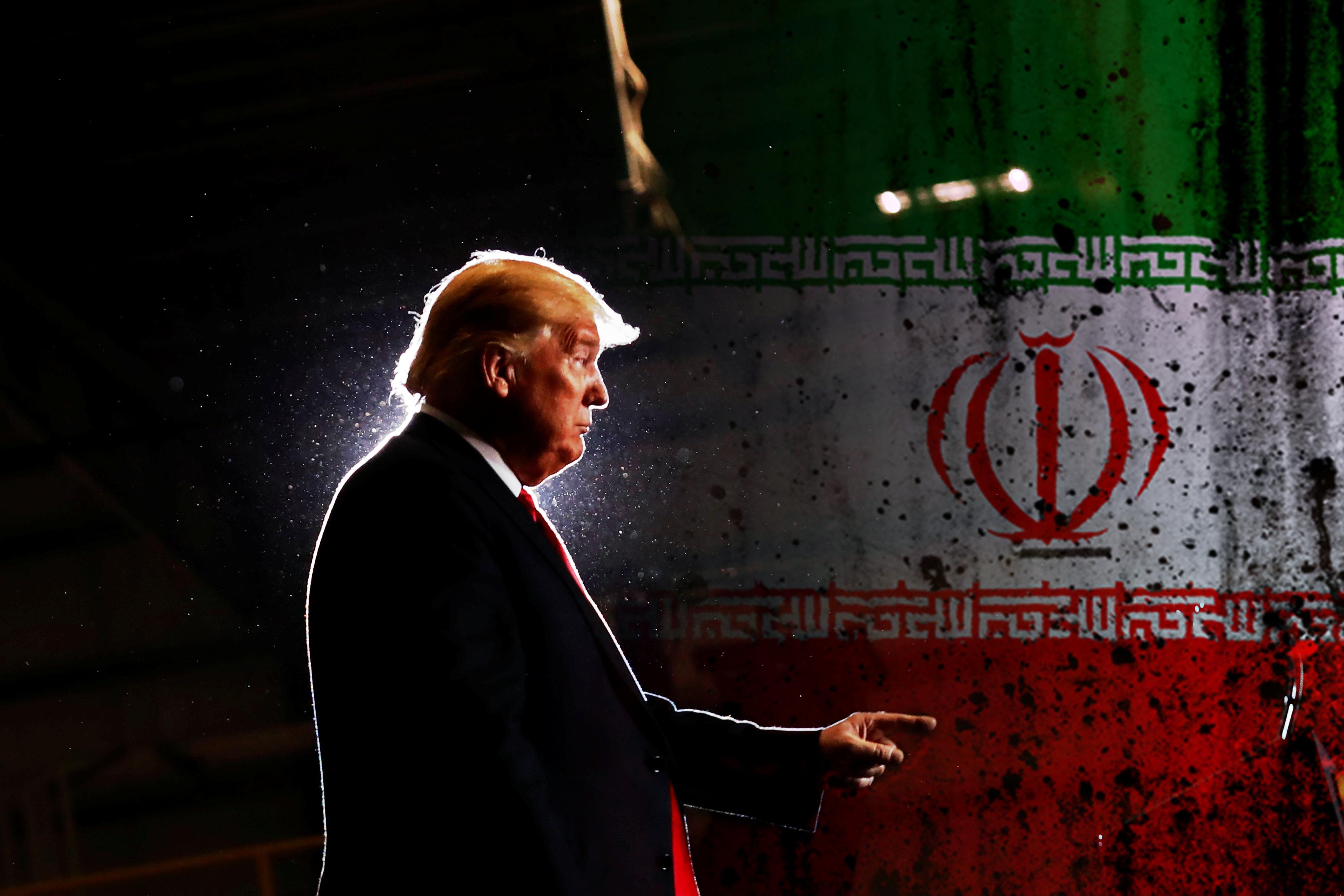 علم إيران والرئيس الأمريكي دونالد ترامب