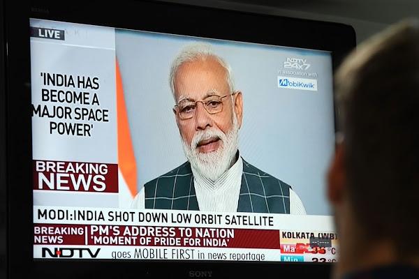 رئيس الوزراء الهندي ناريندرا مودي خلال خطابه بعد إسقاط القمر الصناعي