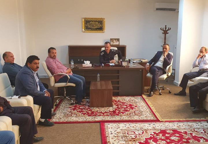 مدير أمن الجفارة العميد عبد الناصر إلطيف مع رؤساء المراكز والأقسام والوحدات في المديرية