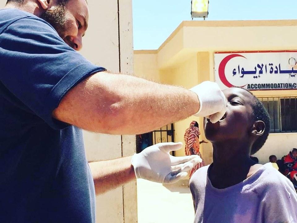 كشوفات طبية وتطعيمات في بنغازي لنزلاء مركز إيواء الهجرة غير القانونية
