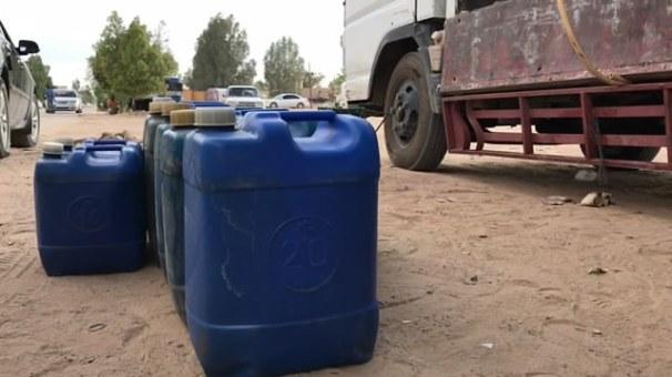 ازمة الوقود تتواصل في المدينة - غات.mp4_snapshot_00.48_[2019.09.19_20.26.03]