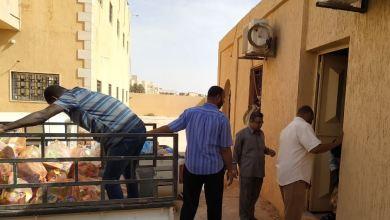توزيع السلات الغذائية على نازحي مرزق في مدينة براك