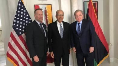 محافظ مصرف ليبيا المركزي الصديق الكبير، بتونس مع السفير الأمريكى لدى ليبيا ريتشارد ب.نورلاند ونائب مساعد وزير الخزانة الأمريكي لمنطقة الشرق الأوسط وأفريقيا إريك ماير