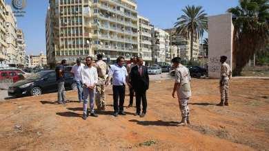 عبدالله الثني رئيس الحكومة المؤقتة في جولة تفقدية لحدائق بنغازي