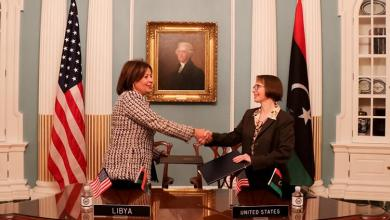 سفيرة ليبيا لدى الولايات المتحدة وفاء بوقعيقيص ونائبة المدير العام المساعد لمكتب المحيطات والشؤون البيئية والعلمية الدولية جوديث غاربر- صورة إرشيفية