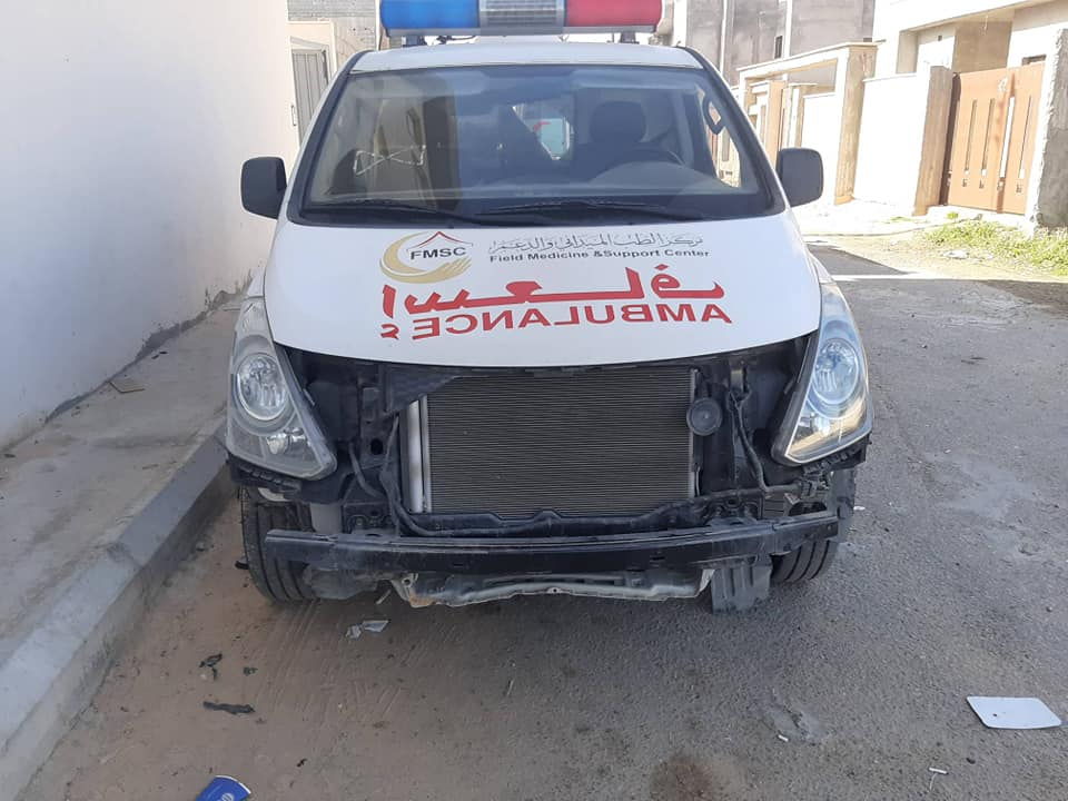 تضرر سيارتين تابعتين لمركز الطب الميداني إثر الاشتباكات في طرابلس