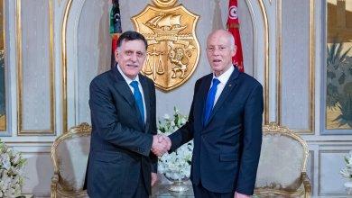 الرئيس التونسي قيس سعيّد ورئيس المجلس الرئاسي فائز السراج