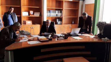 مراقبة تعليم بلدية الجفرة توزع صكوك نقدية للميزانية التسييرية للمدارس