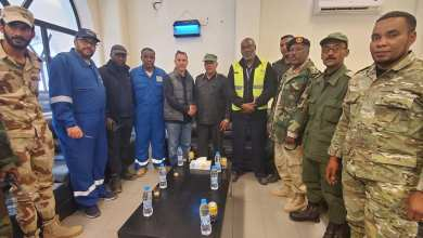 اللواء أبوالقاسم الأبعج -آمر المناطق العسكرية الجنوبية في زيارة تفقدية لحقل الشرارة النفطي