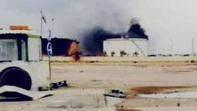 حريق خزان بنزين بمستودع طريق المطار بطرابلس إثر سقوط قذيفة هاون