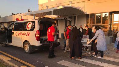متطوعو الهلال الأحمر فرع طرابلس يخلون 30 مريضاً من مستشفى الخضراء بعد تعرضه للقصف
