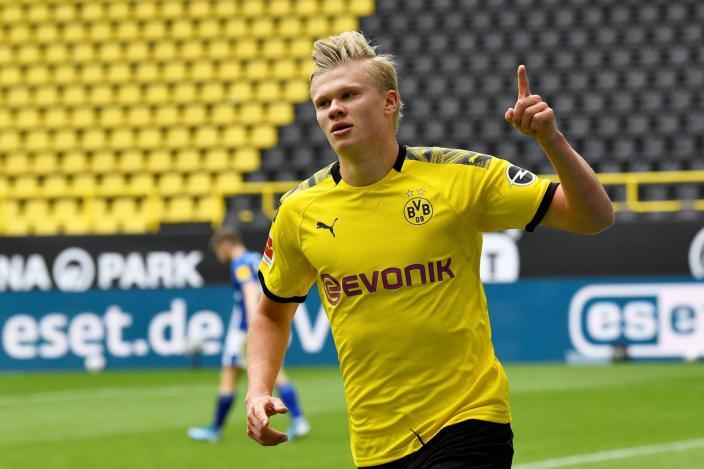 Bundesliga - Borussia Dortmund v Schalke 04