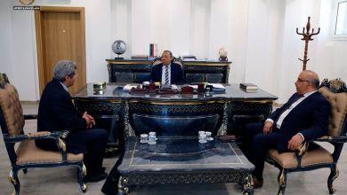 """رئيس الحكومة الليبية يجتمع مع وزيري """"الحكم المحلي"""" و """"العمل والتأهيل"""" لحل مشكلة شركات النظافة"""