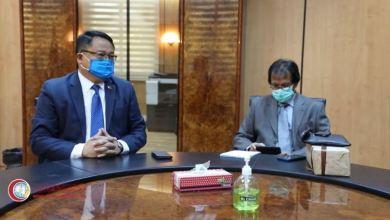 """سفير الفلبين لدى ليبيا """"ألمير كاتو"""" يناقش مع بدر الدين النجار تعرض ممرضة فلبينية مصابة بكورونا للتمييز"""