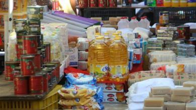 مكتب مراقبة الاقتصاد في مدينة البريقة يشرع في توزيع السلع التموينية على الجمعيات التعاونية الاستهلاكية