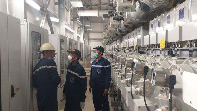 """الشركة العامة للكهرباء تتابع نسبة الأعمال المنجزة لخط """"أوباري- الفجيج"""""""