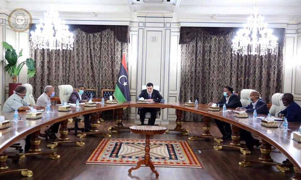 رئيس المجلس الرئاسي فائز السراج يجتمع مع اللجنة التسييرية لشركة الخدمات العامة في طرابلس