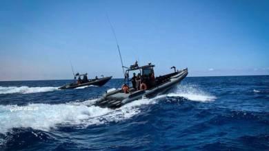 المدفعية الساحيلة بالجيش الوطني الليبي تدمر زورقاً خرق منطقة الحظر البحرية
