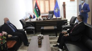 داخلية الوفاق تناقش ملف الهجرة مع مسؤول مكتب تنسيق الشؤون الإنسانية