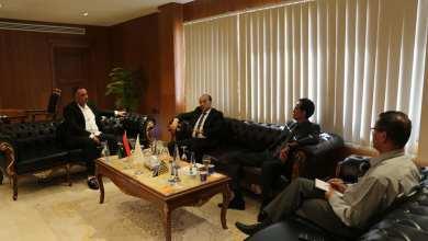 بلدية بنغازي تبحث تنفيذ مشروعات الإسكان والمرافق