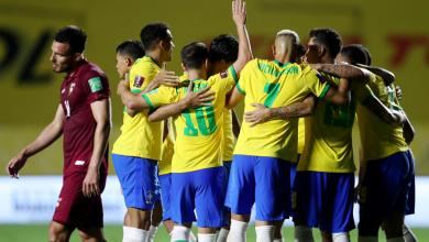 """فرحة البرازيليين بعد هدف فيرمينو في الشوط الثاني أمام فنزويلا-""""رويترز"""""""