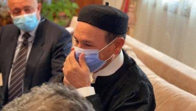 صورة نشرها باشاغا للدكتور الصديق بن دلة بعد تحريره من الخاطفين - تويتر