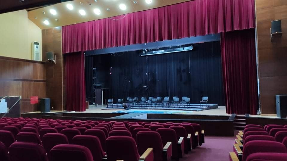 """قاعة وركح المسرح الشعبي سبها -""""أرشيفية"""""""