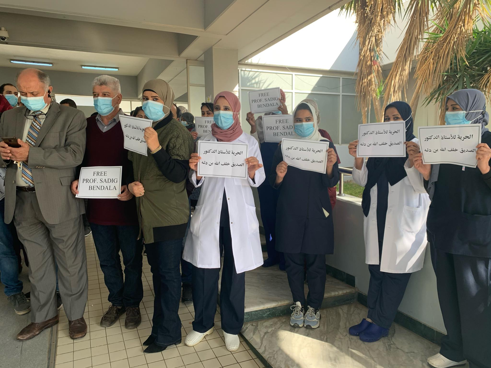 """زملاء الدكتور """"بن دلة"""": نطالب ضمان سلامته وعودته سالمًا"""