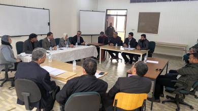 جامعة بنغازي تجتمع مع مسؤولي بلدية الأبيار