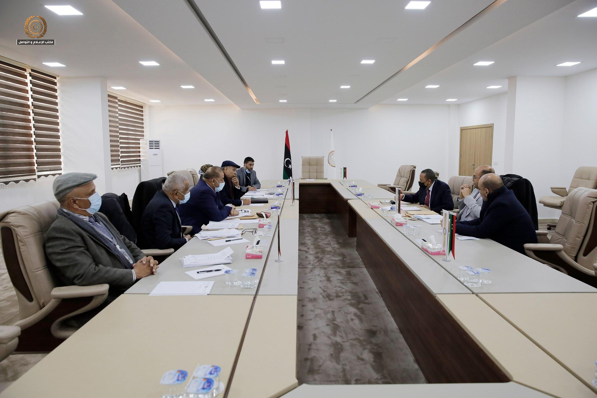 رئيس الحكومة الليبية عبدالله الثني يترأس اجتماع المؤسسة الوطنية للاستثمار