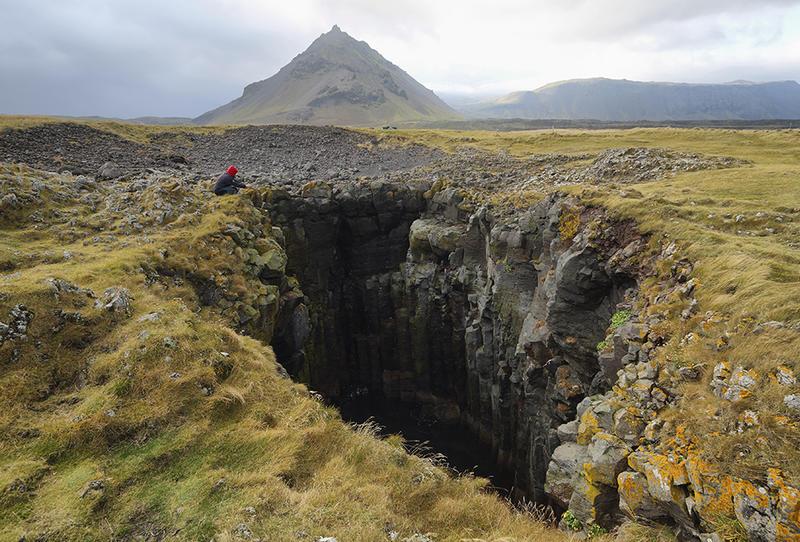 أقدم حفرة أحدثها سقوط نيزك على الأرض