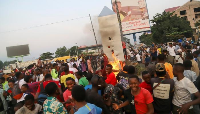 الهيكل الغامض يظهر في الكونغو.. والسكان يحرقونه 4