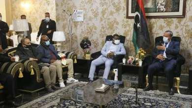 عبدالحكيم الشلماني في استقبال وفد الاتحاد الأفريقي لكرة القدم