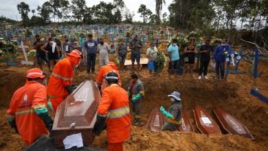 """جانب من دفن موتى كورونا في البرازيل -""""أرشيفية"""""""
