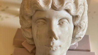 رأس التمثال الرخامي للمرأة فاوستينا