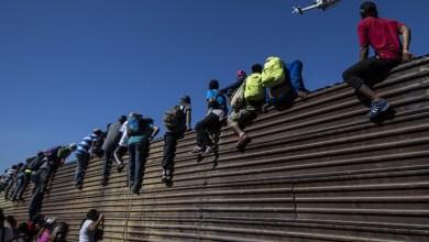 """مشهد لضبط المهاجرين على الحدود الأميركية المكسيكية -""""أرشيف"""""""