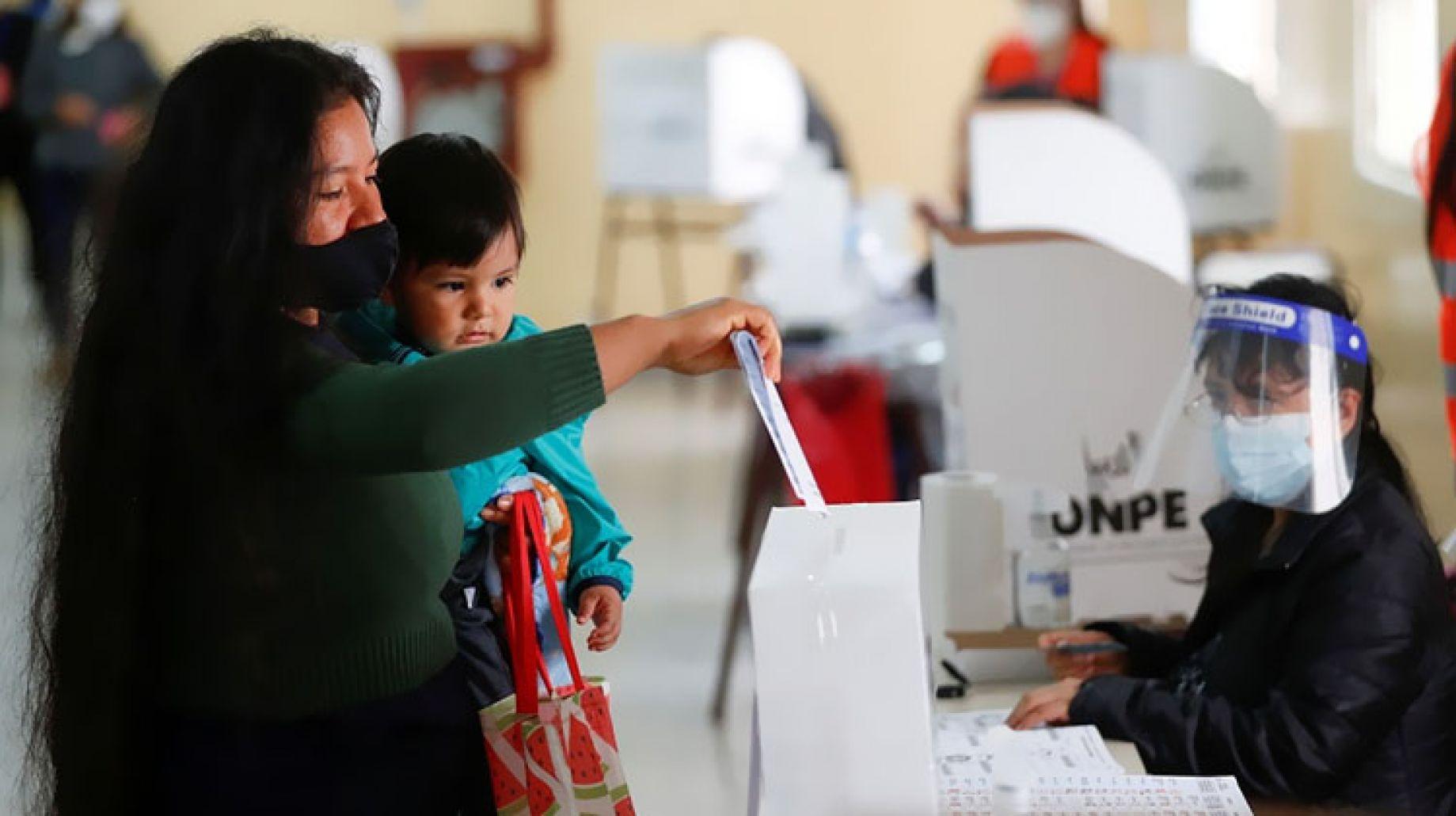 انتخابات بيرو الرئاسية تتجه نحو جولة إعادة في يونيو 4