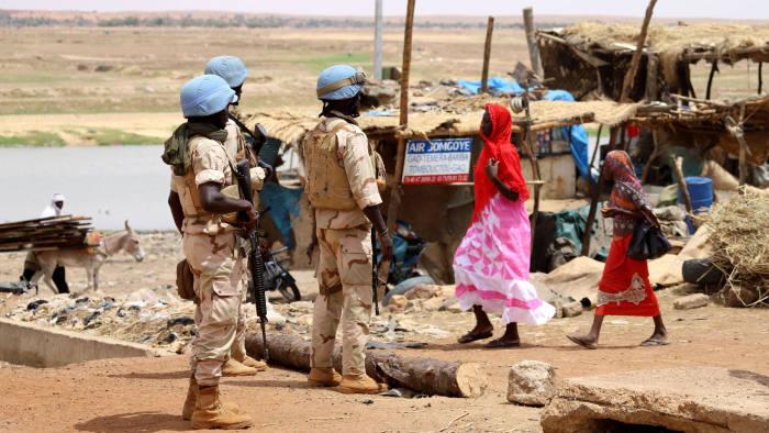 """جنود من بعثة حفظ السلام التابعة للأمم المتحدة في مالي -""""أرشيفية"""" عن الفاينينشال تايمز"""""""