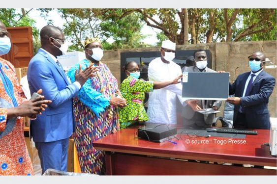 *Togo Presse* : Appui à la décentralisation au Togo : Le PNUD offre du matériel informatique et des mobiliers de bureau aux communes
