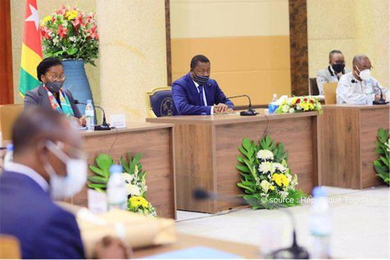 *République Togolaise* : Conseil des ministres : un avant-projet de loi, un projet de décret et quatre communications