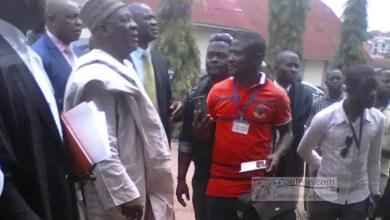 Photo of Une poignée de main entre Fru Ndi – Ayuk Tabe crée un tollé général au tribunal militaire de Yaoundé