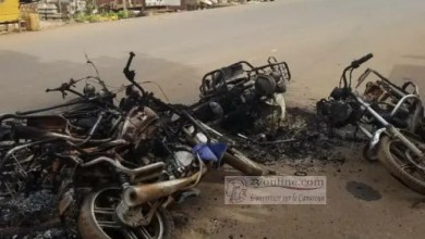 Photo of Cameroon – Anglophone Crisis: Military Burns Motorbikes and Car, after Separatist Allegedly Dumped Head of Soldier on Street