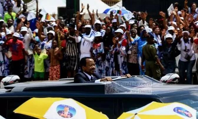 Paul Biya bain de foule